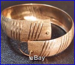 10 kt Gold Bangle Flexible Multi textured Bracelet 20 mm wide 11grams