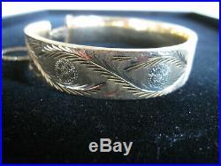 14K Gold 20.8 gm 1/2 Wide Hinged Bangle Bracelet Florentine Etched safety chain