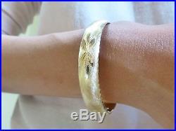Vintage 14k yellow gold textured satin flower oval bangle bracelet wide 16.7g